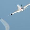 Letadlo Emirates A380 a duo Jetman Dubai předvedly nevídanou letovou formaci na dubajské obloze