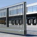 Důmyslné vjezdové brány a vchodová vrata zajišťují majetek před vetřelci