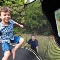 Máte neposedné děti? Nechte je vyřádit se na trampolíně!